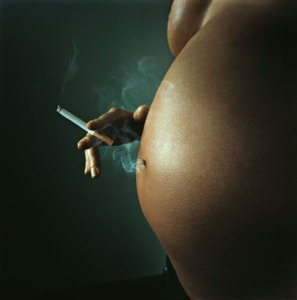Pregant-smoking-woman